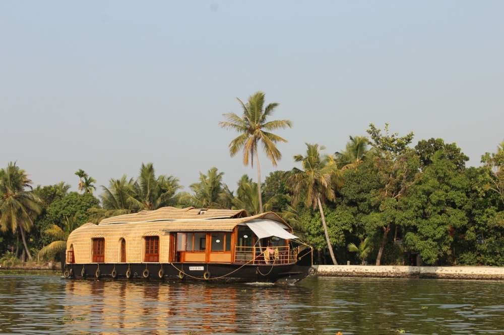 Southern India – Spices, Temples & Backwaters | Calgary Adventure Travel & Luxury Tours